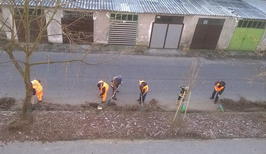 2015.02.18_FKF munkasok takaritjak a Csilla utcat