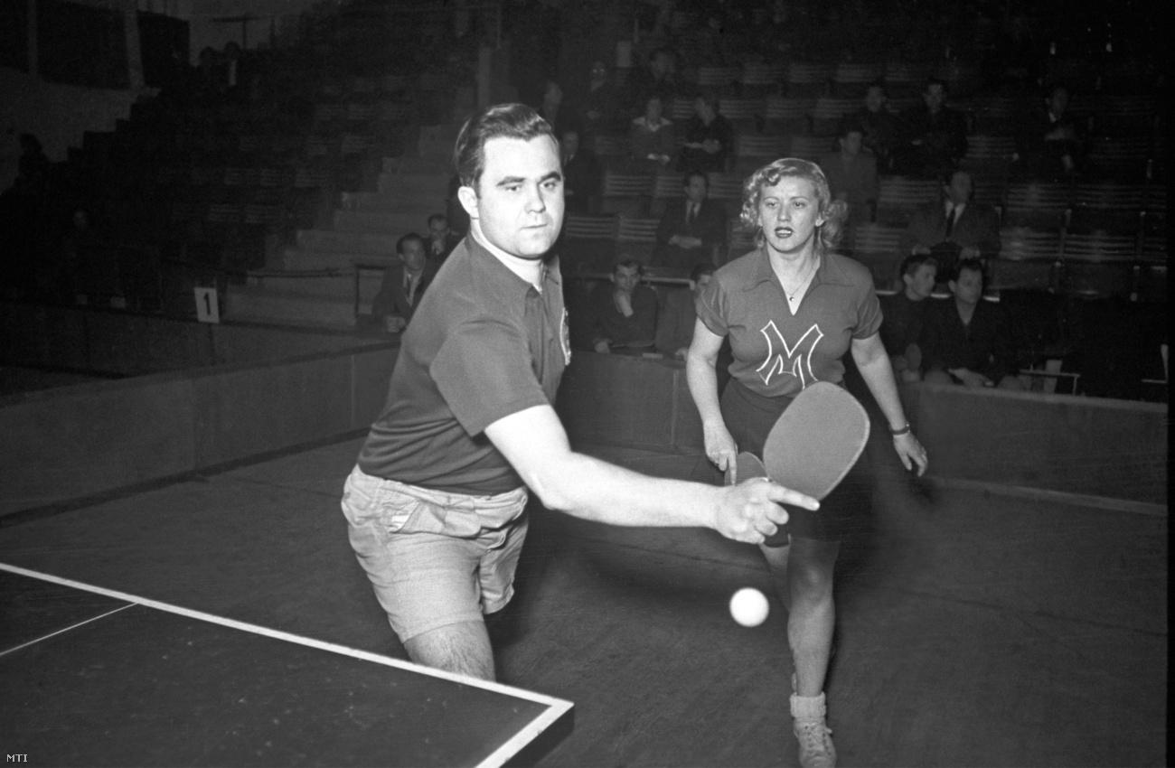 1950. január 31. Sidó Ferenc és Farkas Gizi az asztalitenisz-világbajnokságon. Fotó: Bolgár György / MTI